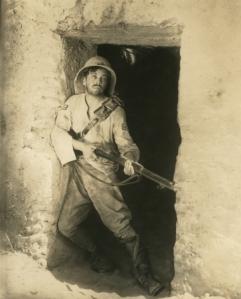 Cyril McLaglen, actuando en Lost Patrol, de 1929