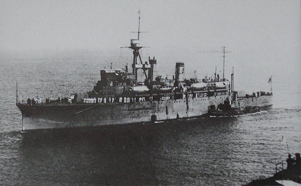 Japanese_submarine_tender_Chogei_1926