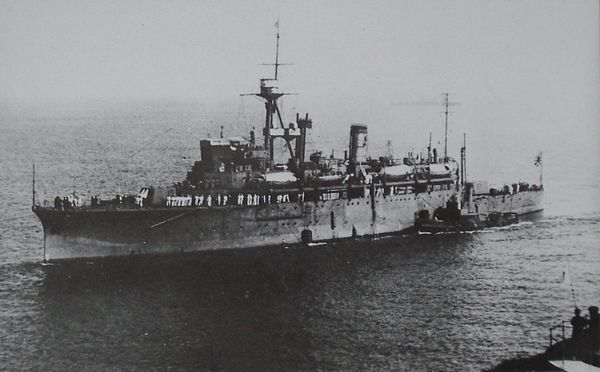 Japanese_submarine_tender_Chogei_1926