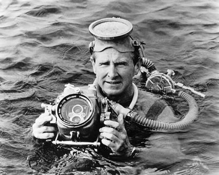 Lloyd Bridges como El investigador submarino