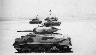 Shermans de la 7ma División Blindada británica en la Segunda Batalla del Alamein