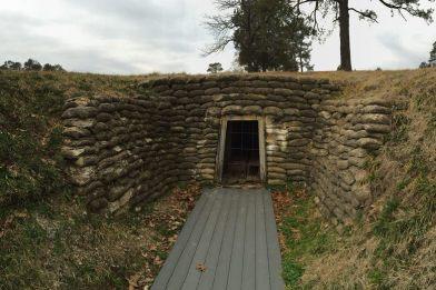 La entrada estaba oculta en una zanja