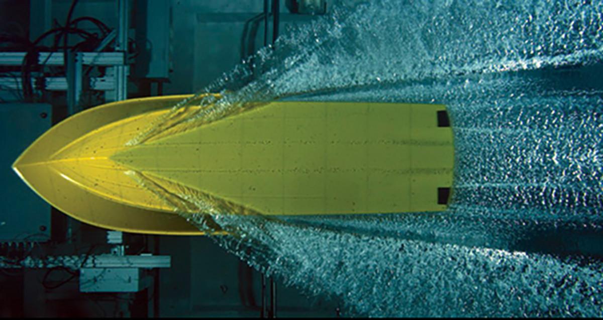 Casco de bote rápido