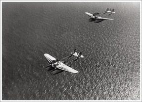 Pareja de S.55X sobre el mar
