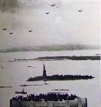 Savoia Marchettis sobre la Estatua de la Libertad