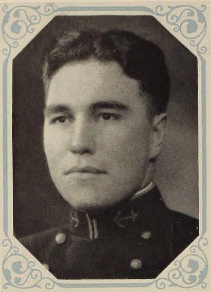 Evans como guardiamarina en 1931