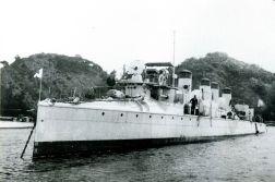 IJN Sazanami fondeado en Yokosuka Meiji