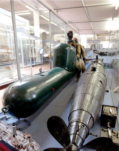 La Mignata (PGM) y un torpedo tripulado (SGM)