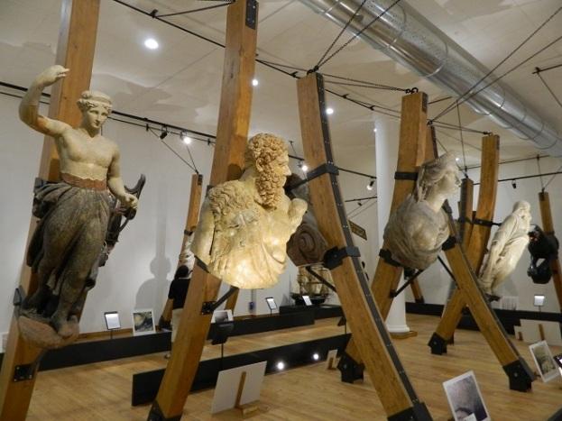 Colección de mascarones antiguos