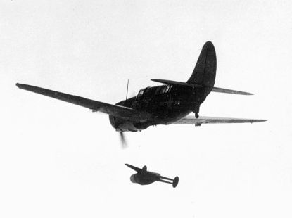 Curtiss SB2C Helldiver lanzando un Murciélago en 1946