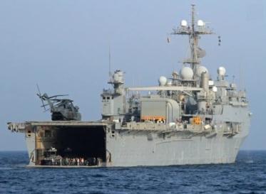 USS Ponce salvado por el USS Mason